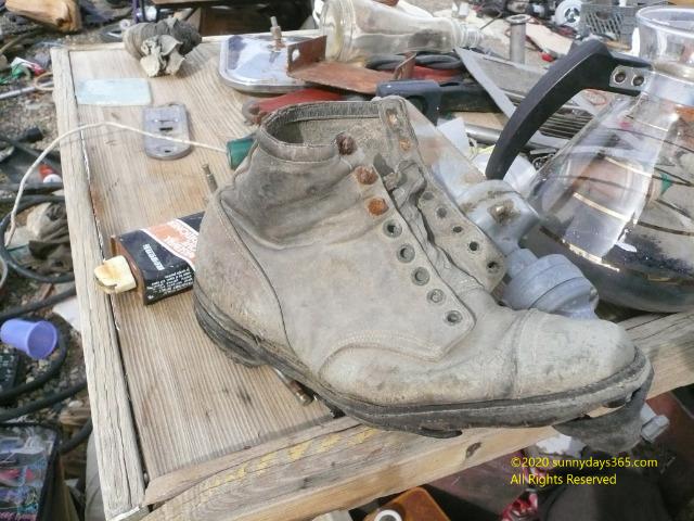 金鉱で働く炭鉱夫が履いていた当時のブーツ