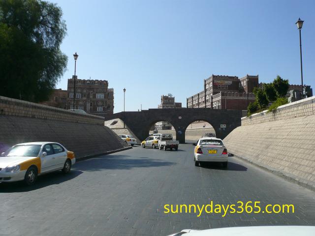 サナア市内の自動車専用道路