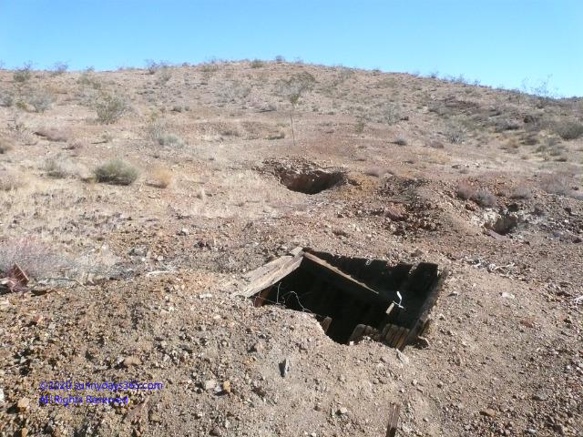 金を採掘するために掘られたたて穴