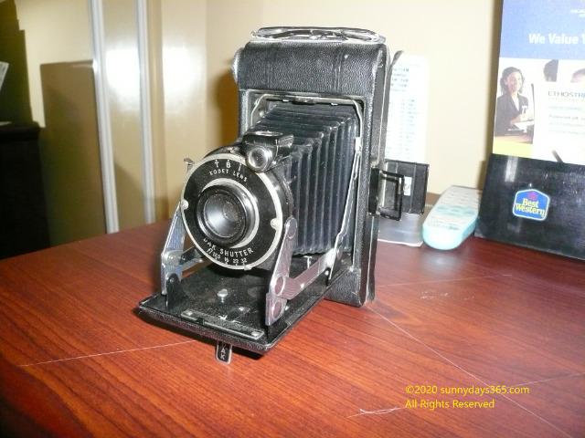 ビンテージものとして売られていた19世紀のコダック製蛇腹式カメラ