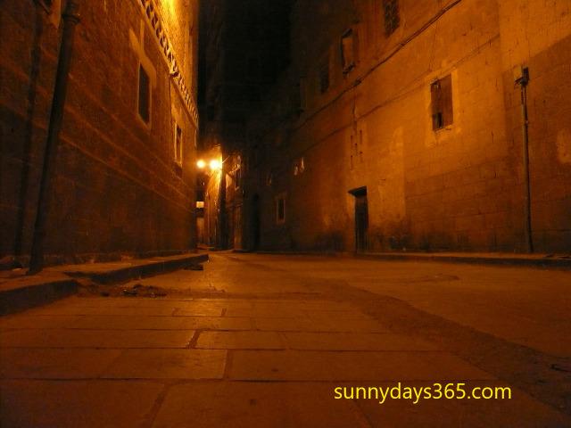 サナア市内、夜の静かな裏路地