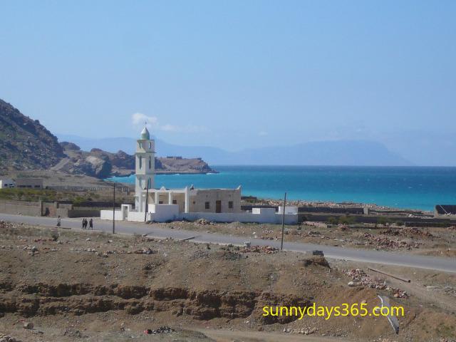 ホテルから見えたモスクと地中海