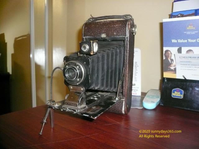 ビンテージものとして売られていた19世紀の社名不明な蛇腹式カメラ