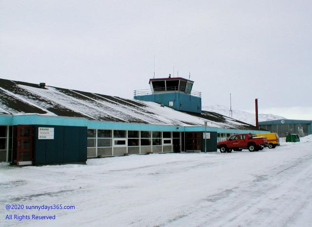 ナルサーク空港
