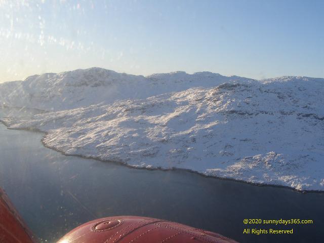 大型ヘリの機上から見たフィヨルド