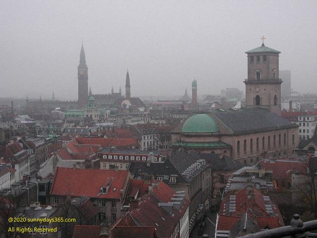 歴史あるゴシック建築が並ぶコペンハーゲン市内俯瞰