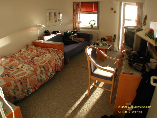 優しい陽ざしが降り注ぐシーサイドホエールホテル客室