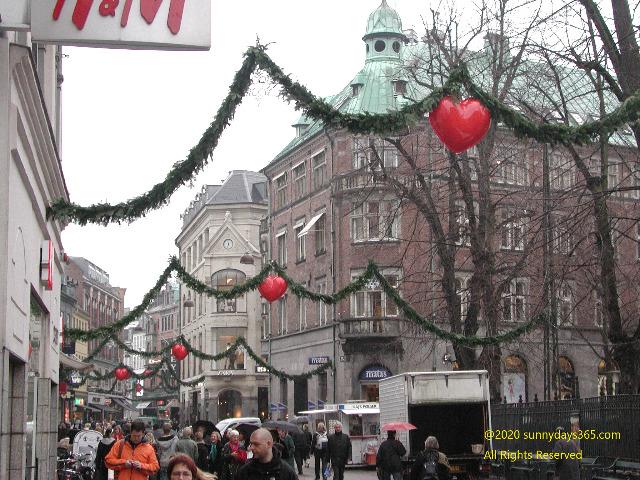 コペンハーゲン中心街に飾られたクリスマスデコレーション