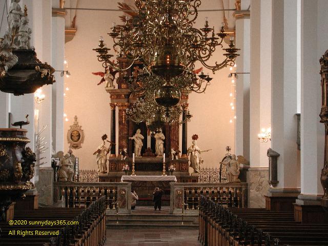 ラウンドタワー内にあるトリニタティス教会