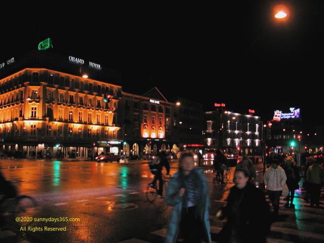 コペンハーゲン市内夜の雑踏
