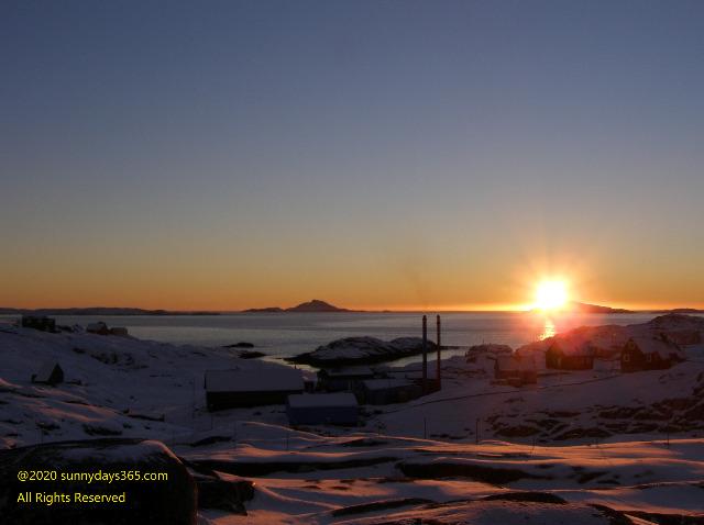 アルトサップの大地からゆっくりと沈んでいく夕陽