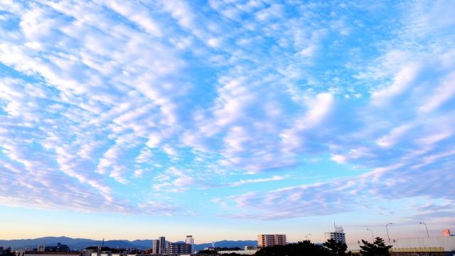 都会に広がった空の風景